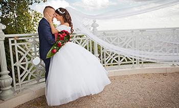 a5e644f534 Az esküvő napja mostani életetek talán legkiemelkedőbb eseménye, mert a  legfontosabb embernek a párotoknak fogadtok hűséget, ország világ előtt.